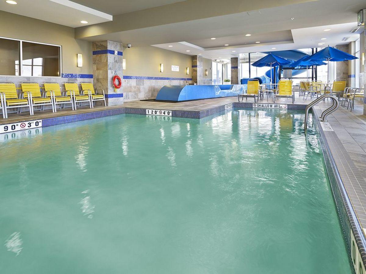 Leaside memorial gardens swimming pool city of toronto for Swimming pool supplies toronto