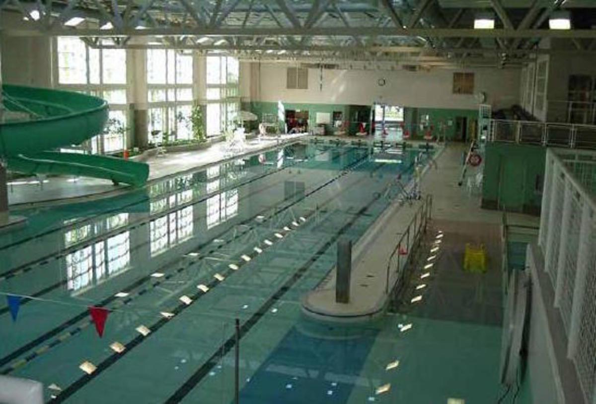 Beaches recreation centre pool city of toronto for Community center toronto swimming pool