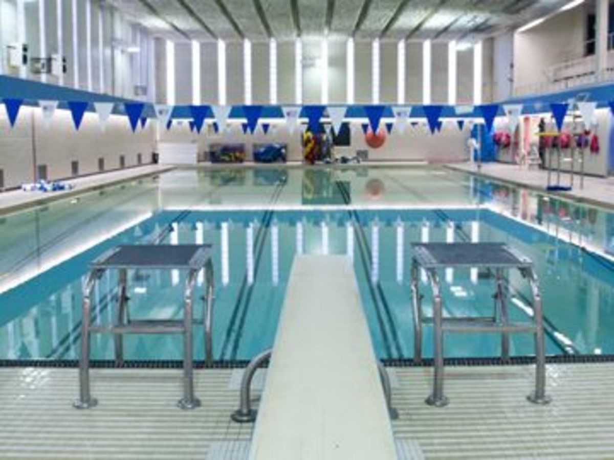 Centennial recreation centre pool scarborough city of toronto for Community center toronto swimming pool